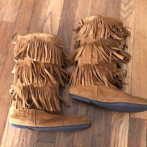 Used chestnut MINNETONKA Fringe Boots